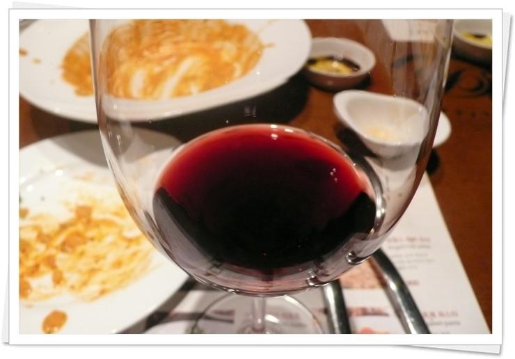 Vang Casa Donoso D kết hợp tốt với thịt bò, thịt cừu và các món ăn đậm đà