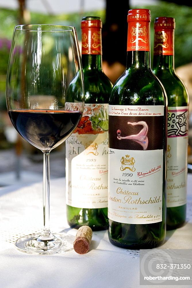 Chateau mouton rothschild là một trong những loại vang đắt tiền nhất thế giới.jpg