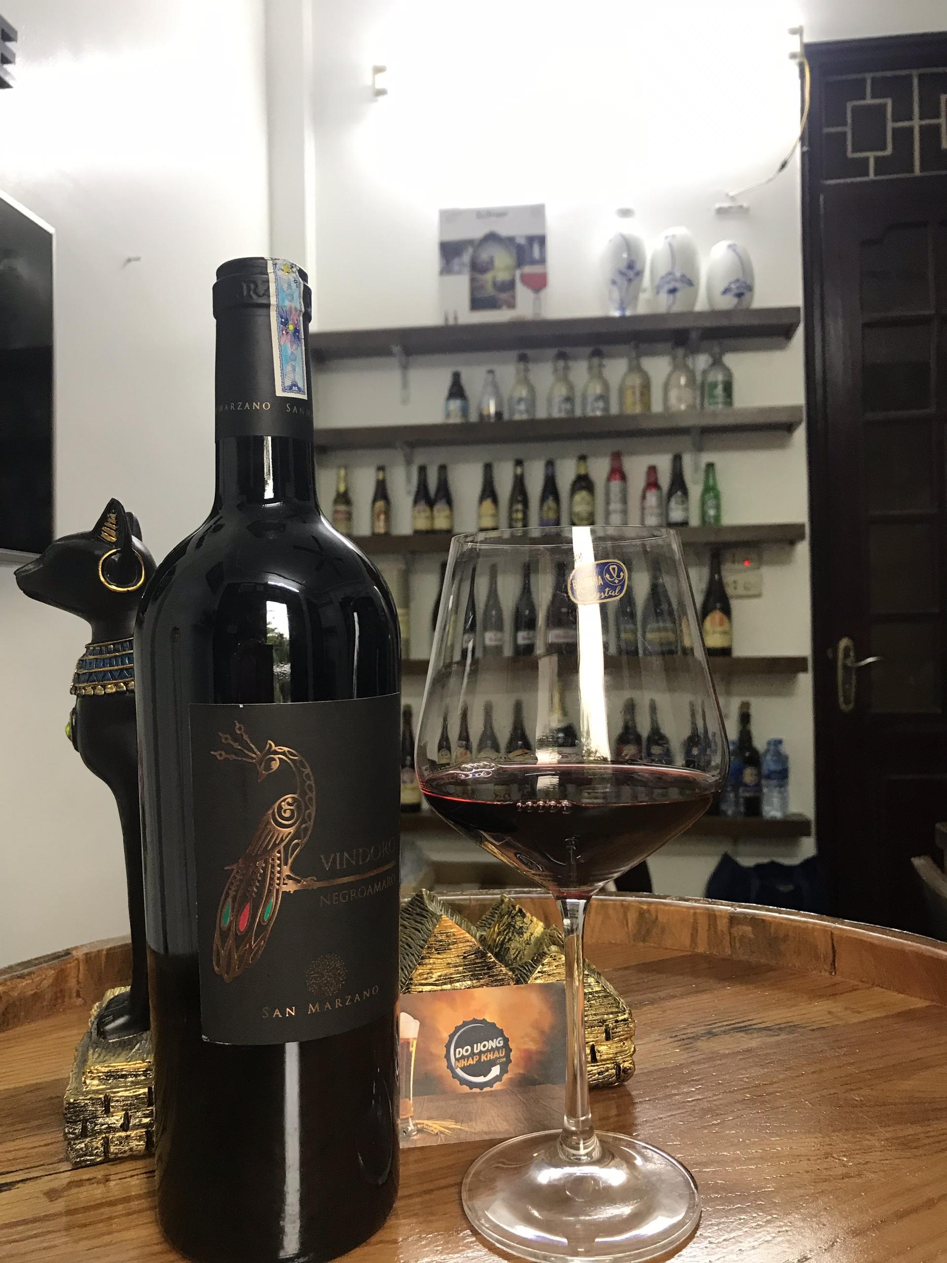Rượu vang con công Vindoro