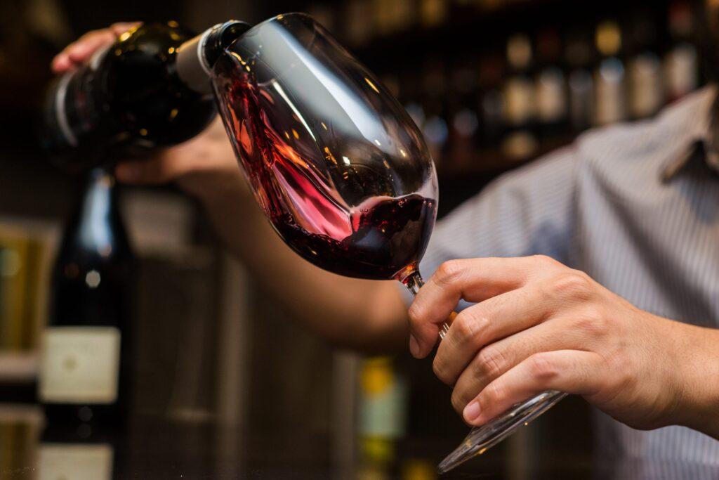Uống rượu vang Vindoro