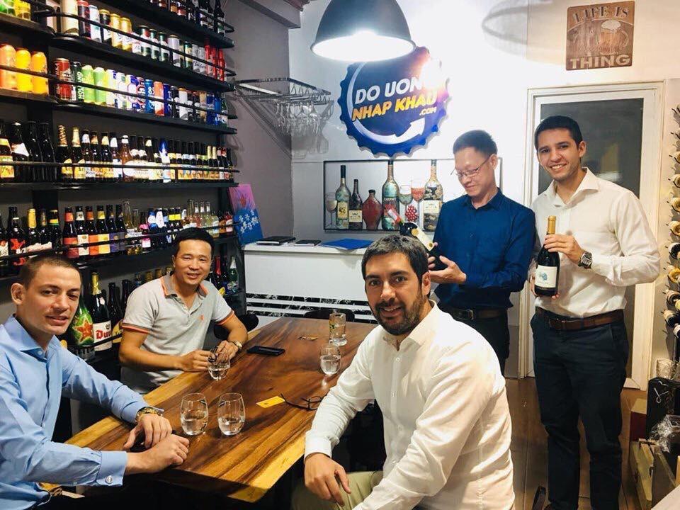 Đại diện hãng rượu vang Ý Santa Carolina một trong những hãng rượu vang lớn nhất Châu Phi sang thăm và làm việc với Thịnh Vang - Đồ Uống Nhập Khẩu.