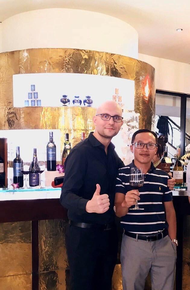Thịnh Vang gặp gỡ và trao đổi cùng Giám đốc bán hàng khu vực châu Á của hãng rượu vang Carmen - hãng vang lâu đời nhất ở Chile.