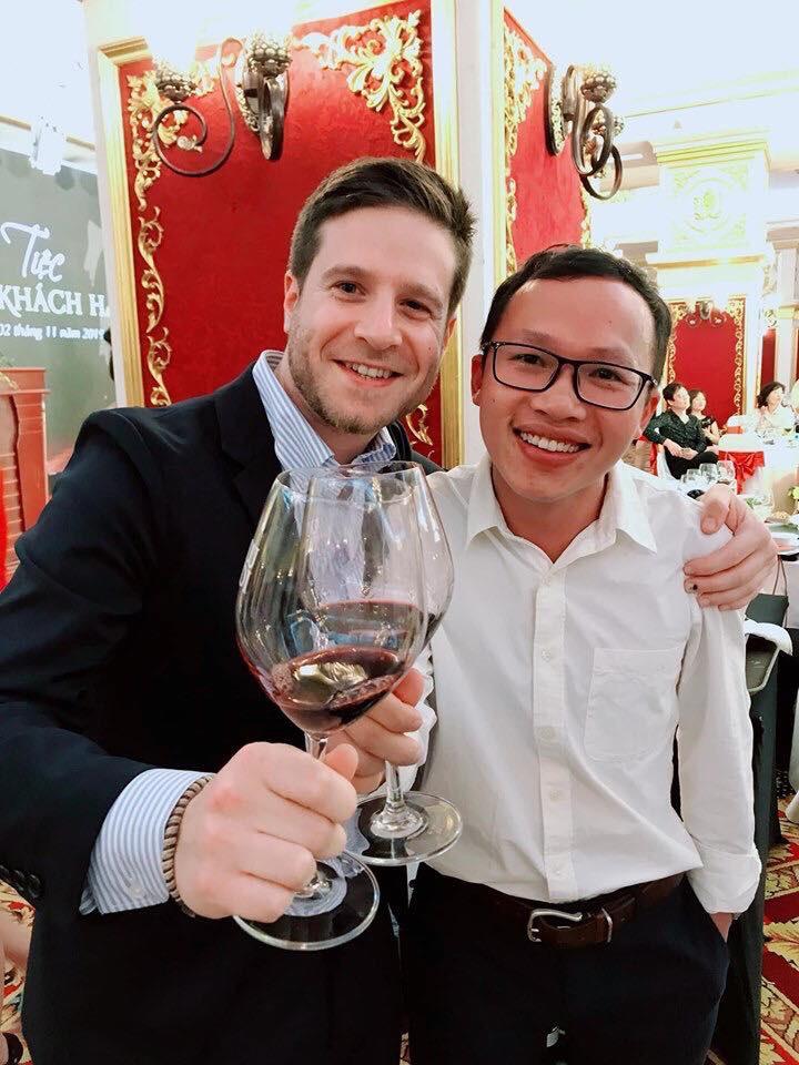 Gặp gỡ Giám đốc bán hàng khu vực Châu Á của hãng vang Ý danh tiếng Velenosi.