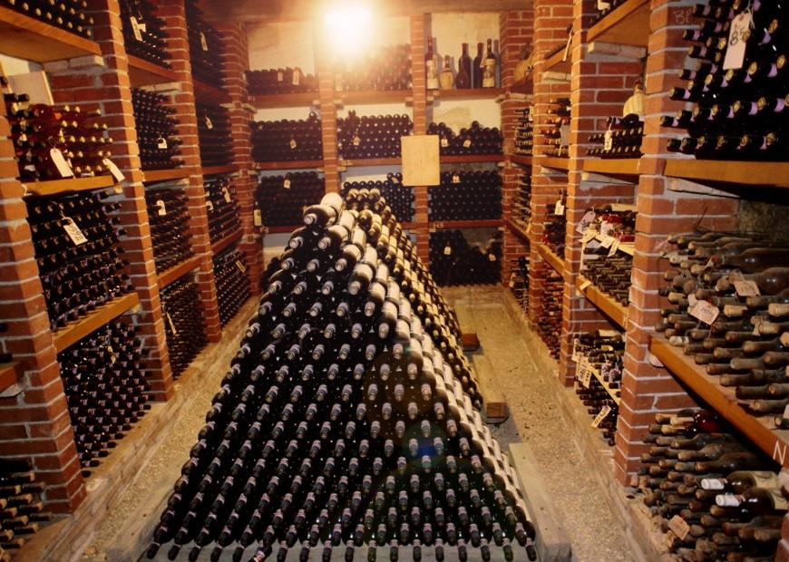 Decanter vang mới lấy từ hầm rượu
